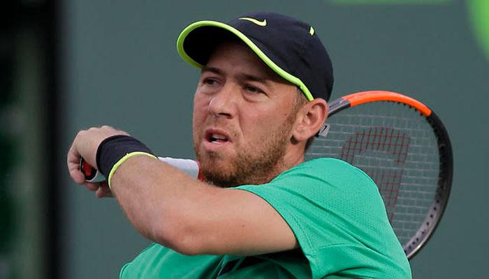 Села обыграл Карловича и вышел в третий круг турнира в Ньюпорте