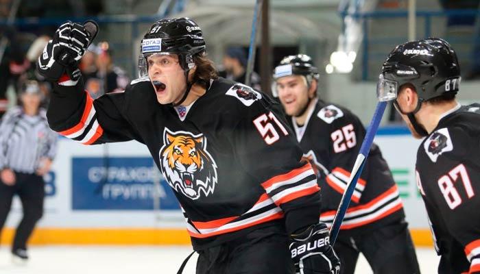 Амур снова сыграет в закрытый хоккей